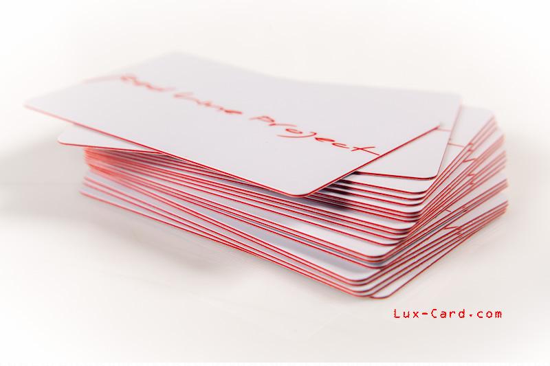 Пластиковые карты из цветного в массе пластика