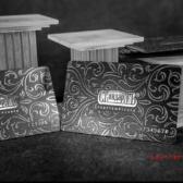 Пластиковые карты из черного пластика с выборочной лакировкой. Визитки с выборочной лакировкой