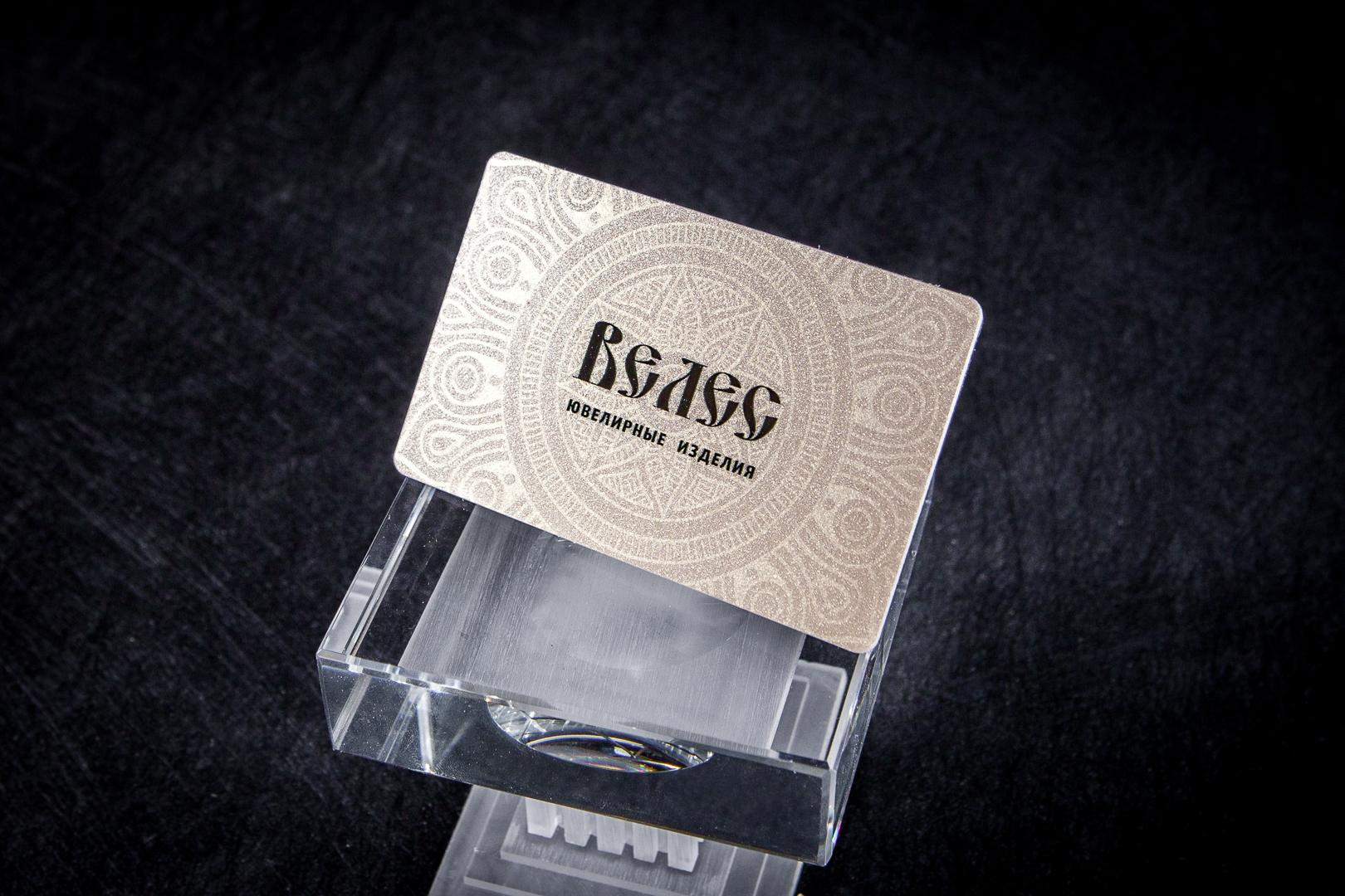 Золотые пластиковые карты. Печать узора перламутровым лаком